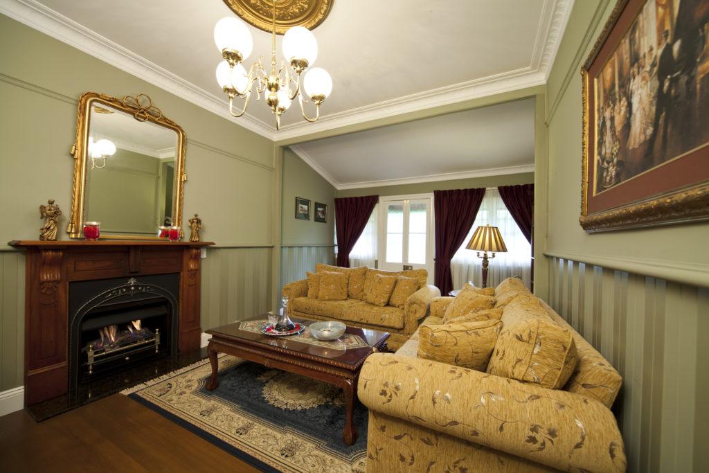 leura-rose-lounge-1