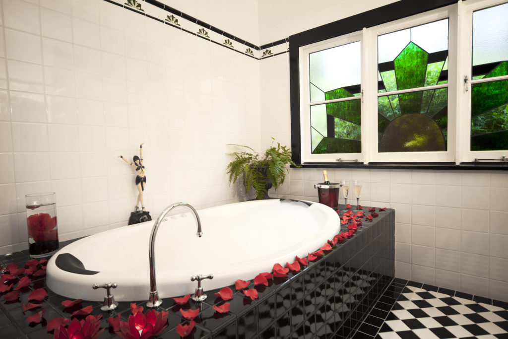 the-gatsby-katoomba-spa-bath-4