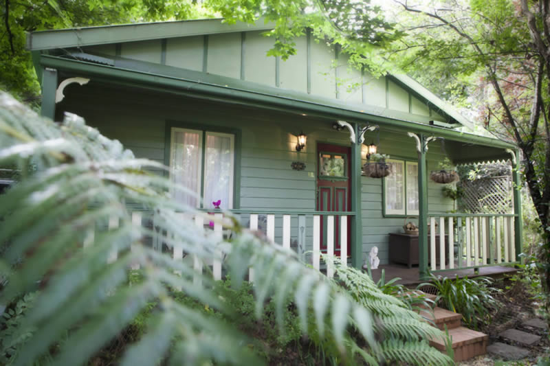 Strawberry patch cottage in leura